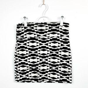 🌼2/$22🌼 Black & White Patterned Mini Skirt